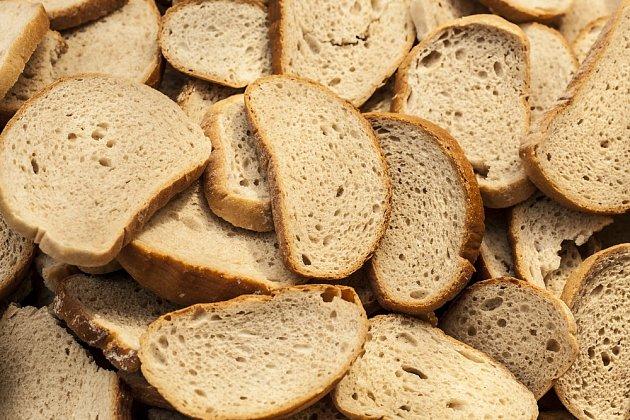 Použijte chleba s jódem jako lék při pěstování okurek.