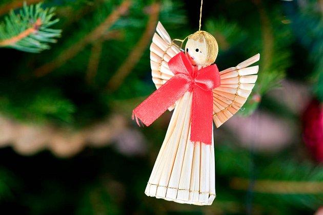 slaměné ozdoby, andělíček, vánoce