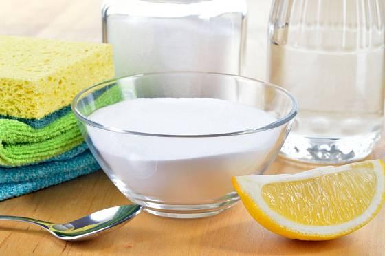 Proti zápachu použijte ocet, sůl nebo třeba citrón