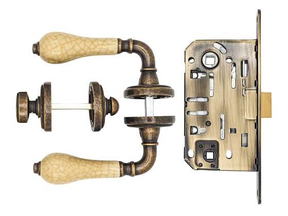 Všechny součásti kliky a dveřního kování musejí odpovídat danému typu dveří.