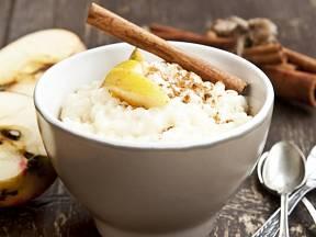 Mnozí znás mají rýžový nákyp spojený sobědy ve školní jídelně