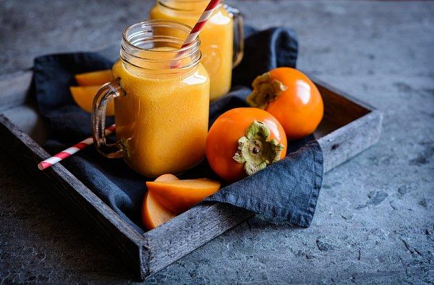 Vypadá jako oranžové rajče, ale chutná spíš jako meruňka. Hurmikaki