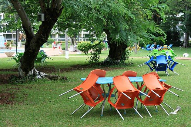 Plastové židle snadno sklopíme a tak zamezíme zbytečnému znečišťování.