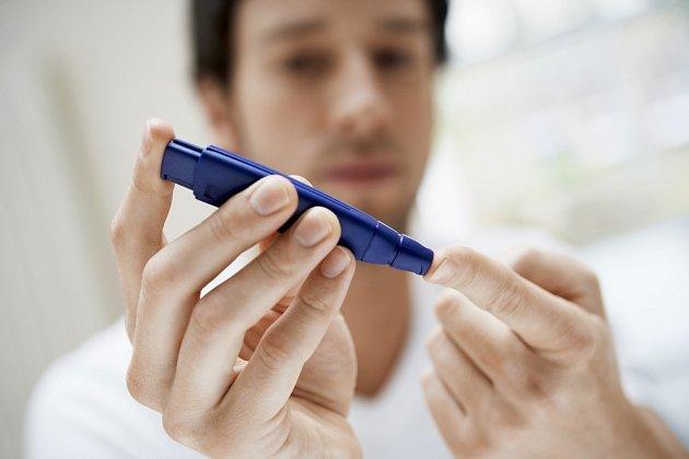 Měření hladiny cukru v krvi je snadné.