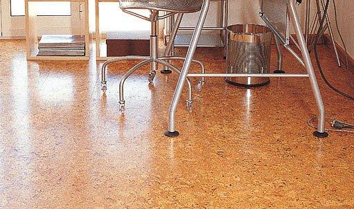 Také korkovou krytinu lze pokládat jako plovoucí podlahu. Výhodou je rychlost pokládky Foto Likor