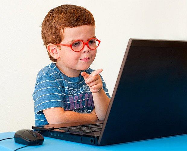 Tupozraké oko se musí namáhat - například i u počítačových her