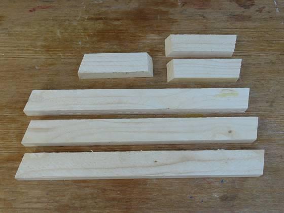 Výroba dřevěné trojnožky: Nohy jsou dlouhé 49 cm