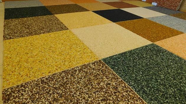 5b917e8f05c Kamenný koberec na zahradu i do sprchy - Zahradní stavby