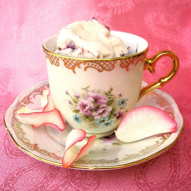 Zmrzlina z růžových květů patří k méně obvyklým příchutím.