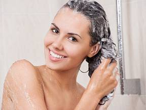 Místo šampónu používejte jedlou sodu
