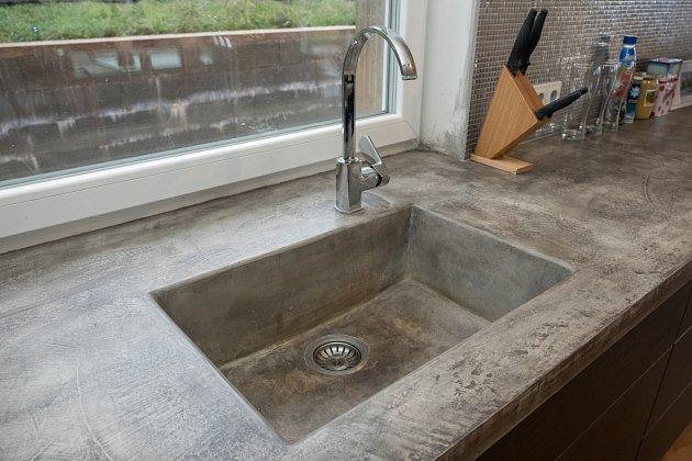 Kuchyňská linka může být i z betonu.