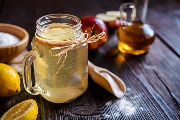 Jablečný ocet zmírňuje chuť kjídlu a pomůže při boji snadváhou