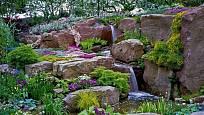 skalka s potůčkem je klenotem zahrady