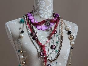 Bezpečně uložíte své šperky například na krejčovské panně.