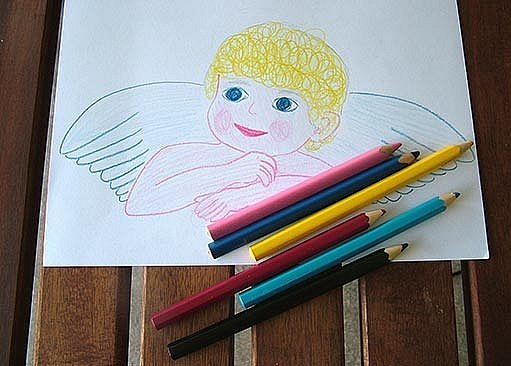 Andělíčka si nejprve nakreslíme a vybarvíme.