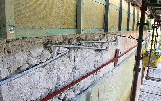 zpěvňování obvodových stěn - železné kotvy