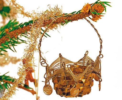 Mosazné košíčky na pamlsky zdobily stůl nebo stromek (konec 19. stol.)