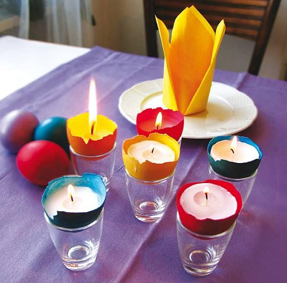 hotové barevné svícny ze skořápek