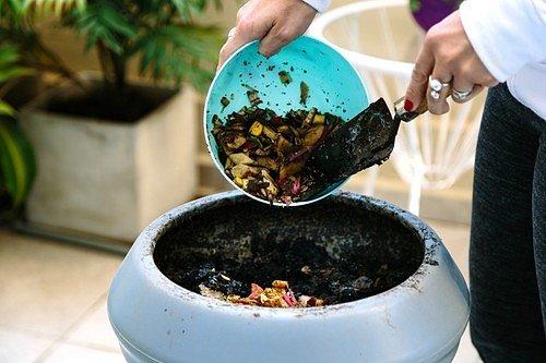 V posledních letech se věnuje domácímu kompostování i mnoho nájemníků bytů, kteří vyznávají životní styl bez odpadků s názvem Zero Waste.