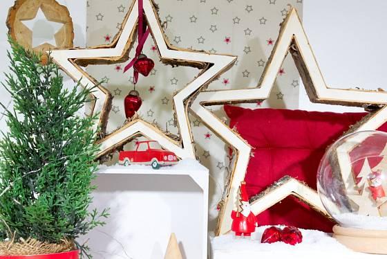 Vánoční hvězdy mohou mít nejen odlišný tvar a barvu, ale i způsob zpracování.