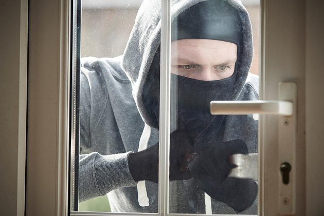 Všechny vchodové dveře do bytu či domu by se vždy měly otevírat směrem dovnitř.