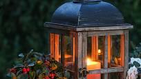Svíčky vytvoří na podzimní zahradě kouzelnou atmosféru