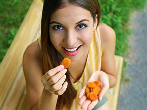 Udělejte si vlastní sušené meruňky. Je to úžasně jednoduché.
