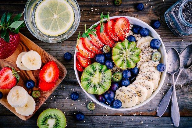 Zdravá snídaně je základ. Slaných variant je více, ale z oblíbených sladkých prvků ji lze poskládat.