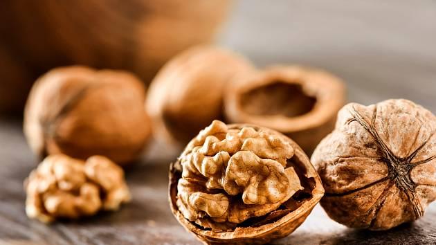Využijte mocné síly ořechových skořápek pro rostliny.