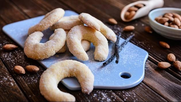 Vanilkové rohlíčky se těší velké oblibě.