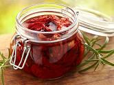Sušená rajčata naložená v oleji.