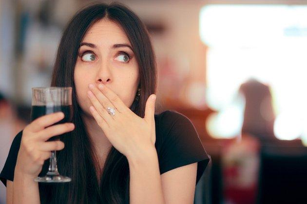 Škytavku může odstartovat nejen vypití většího množství tekutin, ale také stres.