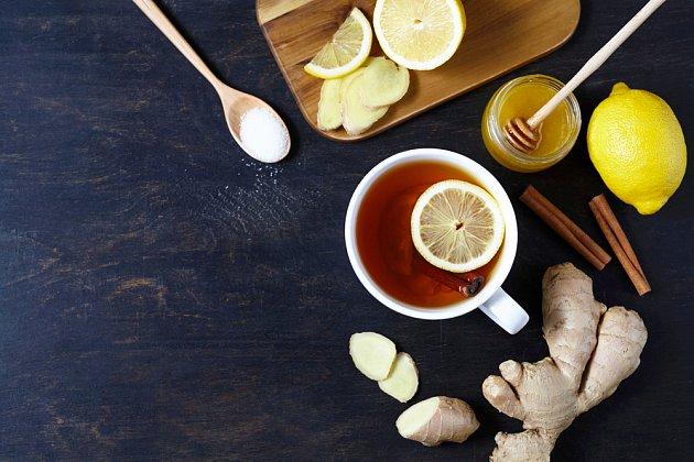 Čaj ze zázvoru pomůže už při prvních známkách nachlazení.