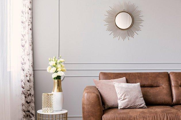Kulaté zrcadlo připomínající zářící slunce je současným módním hitem interiérů.