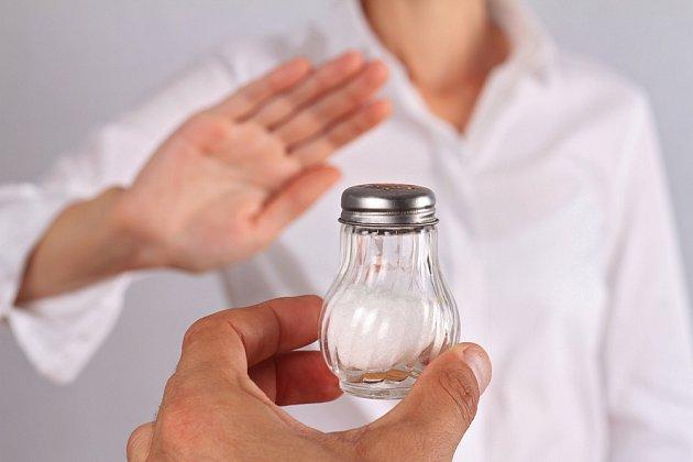 Nadměrná konzumace soli přispívá k vysokému krevnímu tlaku