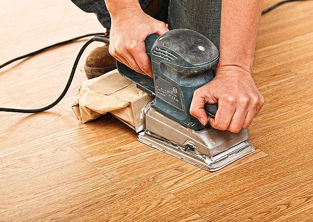 Dřevěné podlahy či dřevěné plavouci podlahy lze zrenovovat.