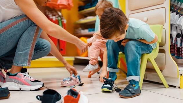 Ideální je, pokud si dítě může obuv řádně vyzkoušet.