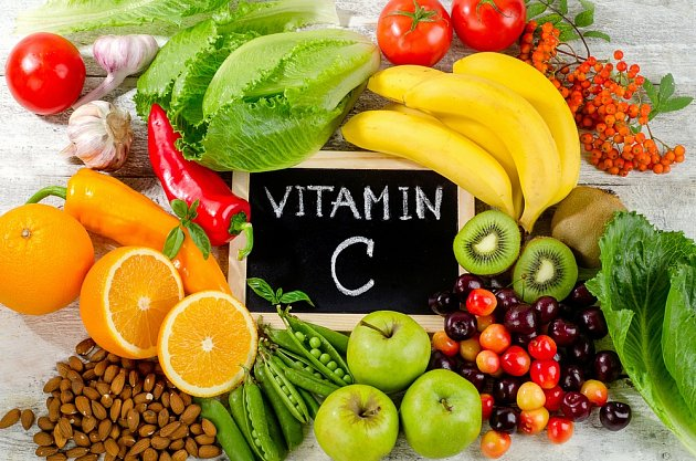 Vitamín C získáte z přírodních zdrojů