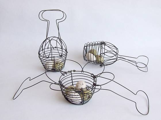 Malý drátěný košík na vajíčka si můžete snadno vyrobit doma
