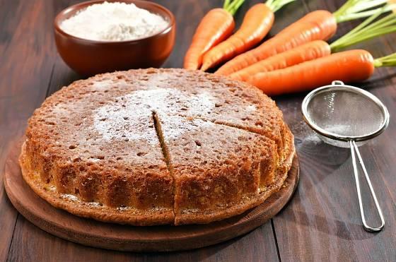 Mrkev dodá těstu šťavnatost, mrkvový koláč proto překvapí lahodnou chutí i ty, kdo zelenině neholdují