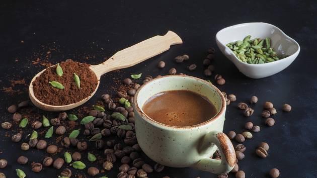 Káva s kardamomem
