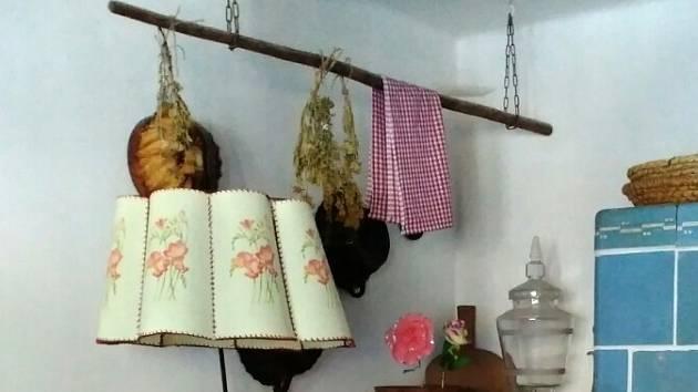Zrenovovanou lampu můžete koupit a nebo se pustit do její obnovy vlastními silami.