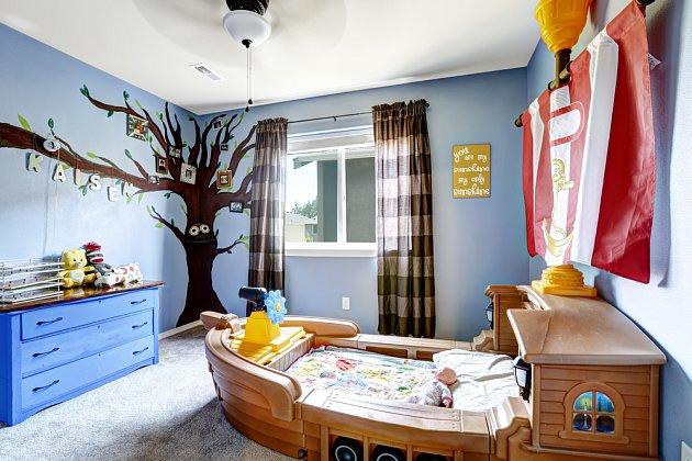 Modrý pokoj sice uklidňuje hyperaktivitu, ale zase působí velmi studeně...