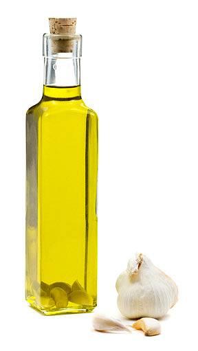 česnek v oleji