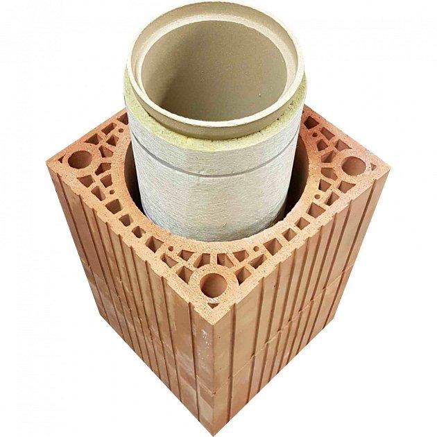 Komín má několik částí – komínový plášť, izolaci a odolnou vložku.