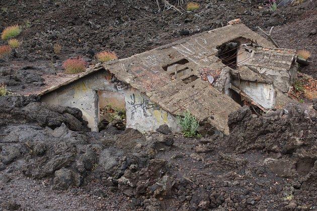 Domek, který zalila láva po výbuchu Etny