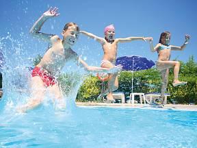 Bazén si užijí hlavně děti.