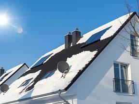 Kontrola střechy po zimě by měla být samozřejmostí.