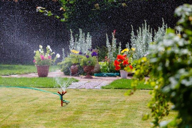 Zavlažovací zařízení se vám postará o celou zahradu.