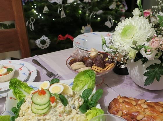 Na svátečním stole nesmí chybět vánoční cukroví.